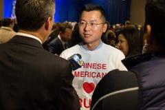 Lokale Medien-Interview-chinesische Amerikaner für Trumpf Lizenzfreie Stockfotos