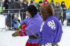 """Lokale Ureinwohner - Khanty, Renpferdeschlitten von drei Rotwild, Winter, """"Seeing weg von winter† Festival lizenzfreie stockfotografie"""