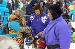 """Lokale Ureinwohner - Khanty, Renpferdeschlitten von drei Rotwild, Winter, """"Seeing weg von winter† Festival lizenzfreies stockfoto"""