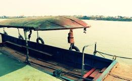 Lokale veerboot die lege klaar parkeren om worden onderhouden royalty-vrije stock afbeelding