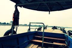 Lokale veerboot die lege klaar parkeren om worden onderhouden royalty-vrije stock foto