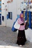 Lokale Vrouw, Sidi Bou Said Village, dichtbij Carthago, Tunesië Stock Afbeelding