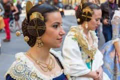 Lokaler i traditionell dräkt royaltyfri fotografi