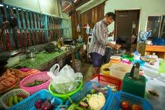 Lokaler Mann der Insel Die Insel ist ein Teil des Marinenationalparks MU Ko Chang Stockfotografie