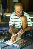 Lokaler Mann von Insel Die Insel ist ein Teil des Marinenationalparks MU Ko Chang Stockfotografie