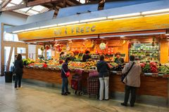 Lokaler Markt in Barcelona Spanien Lizenzfreie Stockfotos