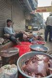 Lokaler Metzger in Delhi, Indien Stockbild