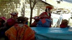 Lokaler samlade för ett bröllop, Patachancha, den Cuzco regionen, Peru lager videofilmer