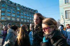 Lokaler som går i den Nevsky utsikten Fotografering för Bildbyråer