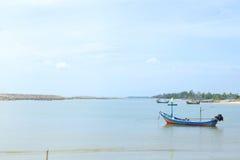 Lokales fisherman& x27; s-Boot auf Meer 3 lizenzfreie stockbilder