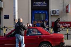 Lokales Taxi Driver in Belgrad stockfotografie