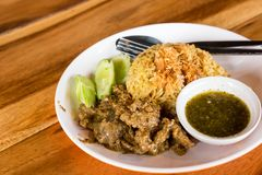 Lokales traditionelles Gelb der thailändischen Moslems kochte den Reis mit trockenem geschnitten Lizenzfreie Stockfotografie