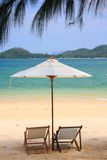 lokaliserad semesterortsjösida för strand stol Arkivfoto