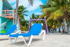 lokaliserad semesterortsjösida för strand stol Arkivbilder