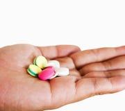 Lokalisieren Sie Gruppe von Medizin oder von Pille an Hand auf weißem Hintergrund Lizenzfreies Stockfoto