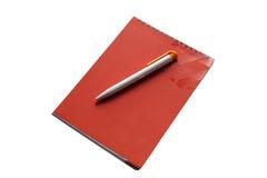 Lokalisiert auf weißem Notizbuch und Stift Stockfotografie