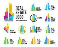 Lokalisierte bunte Immobilienagenturlogos stellten, Hausfirmenzeichensammlung auf Weiß, Hauptkonzeptikonen, Wolkenkratzer ein Stockfotografie