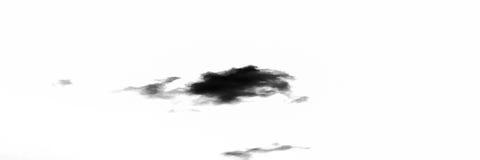Lokalisierte dunkle Wolken auf weißem Himmel Satz lokalisierte Wolken über weißem Hintergrund Vier Schneeflocken auf weißem Hinte Lizenzfreie Stockfotos