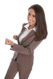 Lokalisierte erfolgreiche lächelnde Geschäftsfrau im braunen Kleid - caree Lizenzfreie Stockfotos