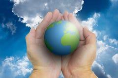 Lokalisierte geöffnete Hände und die Welt Lizenzfreie Stockfotos