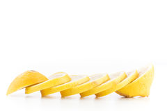 Lokalisierte geschnittene gelbe Zitronen Stockbild