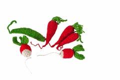 Lokalisierte gestrickte Karotte, Rettich und Erbse Stockbild
