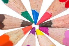 Lokalisierte hölzerne farbige Bleistifte Stockbilder