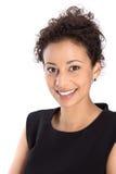 Lokalisierte hübsche Geschäftsfrau, die an der Kamera lächelt lizenzfreies stockfoto