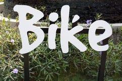 Lokalisierte Ikone des Fahrrades gemacht von der Wörter Typografiebeschriftung Lizenzfreies Stockbild