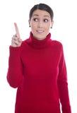 Lokalisierte junge Frau im Rot, das oben ihren Zeigefinger anhebt: gute Idee Lizenzfreies Stockfoto