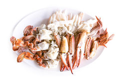 Lokalisierte Krabbe, gedämpfte blaue Schwimmkrabbe auf weißem Hintergrund Stockfotografie