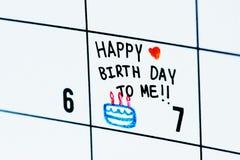Lokalisierte Notiz des Geburtstagskalenders Anzeige lizenzfreie stockfotos