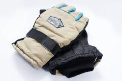 Lokalisierte Paare blaues Schwarzes Handschuhe stockfotos