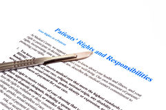 Lokalisierte Patientenrechte und Verantwortungserklärungsdokument auf Weiß Lizenzfreies Stockfoto