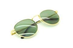Lokalisierte Sonnenbrillen auf einem Weiß Lizenzfreie Stockbilder