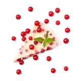 Lokalisierte Torte mit Minze und roten Johannisbeeren Lizenzfreies Stockbild
