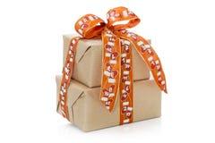 Lokalisierte Weihnachtsgeschenkbox auf einem weißen Hintergrund Lizenzfreies Stockfoto