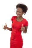 Lokalisierter attraktiver afrikanischer lächelnder Sekretär im roten Kleid. lizenzfreies stockfoto