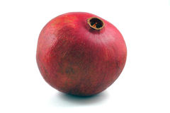Lokalisierter Granatapfel steht auf dem Tisch auf einem weißen Hintergrund Stockbild