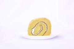 Lokalisierter Kuchen des grünen Tees Rollenim weißen Hintergrund Lizenzfreie Stockbilder