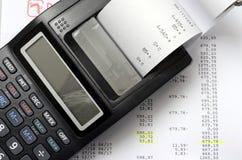 Lokalisierter Taschenrechner auf weißem Hintergrund Lizenzfreies Stockfoto