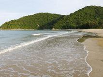 Lokalisierter tropischer Strand in Thailand Lizenzfreies Stockbild