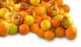 Lokalisiertes Bild vieler Äpfel und der Orange Lizenzfreie Stockfotografie