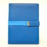 Lokalisiertes blaues Organisatorbuch mit Gurt Stockfotografie