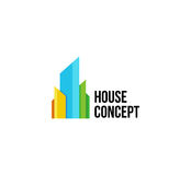 Lokalisiertes buntes Immobilienagenturlogo, Hausfirmenzeichen auf Weiß, Hauptkonzeptikone, Wolkenkratzervektorillustration Lizenzfreie Stockfotos