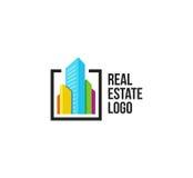 Lokalisiertes buntes Immobilienagenturlogo, Hausfirmenzeichen auf Weiß, Hauptkonzeptikone, Wolkenkratzervektorillustration Lizenzfreies Stockfoto