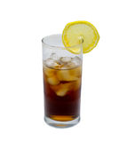 Lokalisiertes Glas Cocktail oder Tee mit Eis und Zitrone Gegenstand, Getränk Lizenzfreies Stockfoto