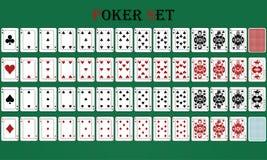 Lokalisiertes Kartenpokerspiel mit Rückseite, auf einem grünen Hintergrund lizenzfreie abbildung