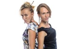 Lokalisiertes Porträt von Schwestern auf Weiß Lizenzfreies Stockfoto