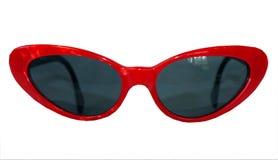 Lokalisiertes Retro- Rot gestaltete Sonnenbrille auf einem weißen Hintergrund lizenzfreie stockfotografie